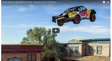 Άλμα με φορτηγάκι 115 μέτρων! Παγκόσμιο ρεκόρ!
