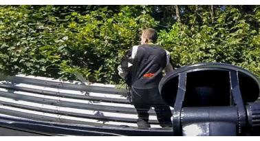Εϊχε Άγιο! Παραλίγο αυτοκίνητο να χτυπήσει οδηγό στην Nurburgring
